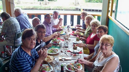 Les amis du site au resto  juin 2011